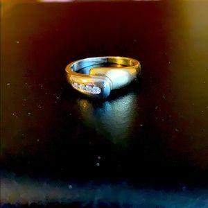 14k TT 4 diamond ring